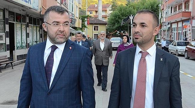 AK PARTİ BAŞKANI  ORTA SAHADA TOP ÇEVİRDİ